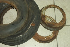Wheelrims can be a real bugger to split when they are rusted. I new rear tyre was needed after it blow on a test ride!